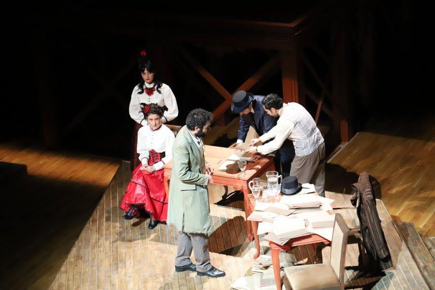 sehir-tiyatrosu-6-oyunla-izleyicinin-karsisina-cikiyor-2.jpg