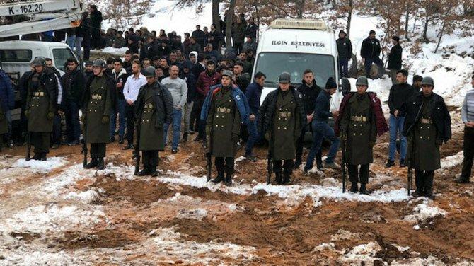 sehit-cenazesinde-usumesinler-diye-kendi-montlarini-askerlere-giydiren-genclerden-biri-o-anlari-anlatti.jpg