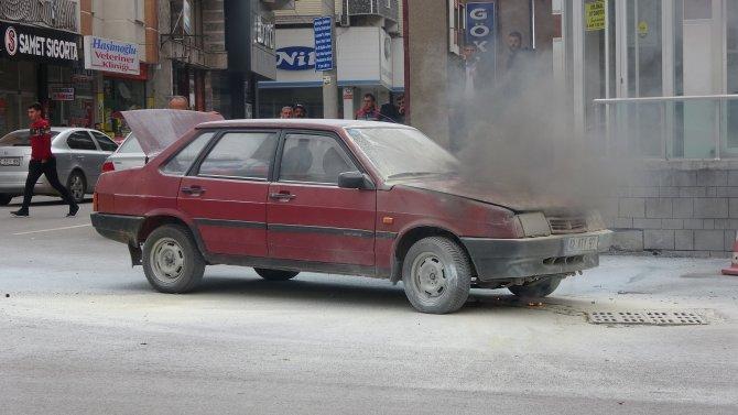 seyir-halindeki-otomobilde-cikan-yangin-sonduruldu-2.jpg