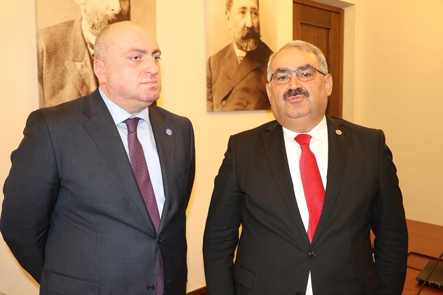 turk-milletvekilleri-heyeti-gurcistanda-2.jpg