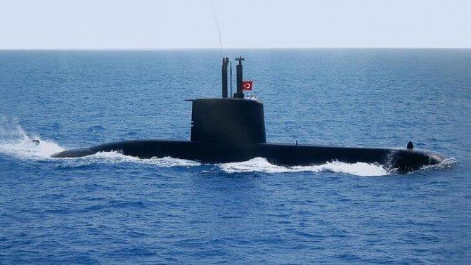 turkiyenin-yeni-denizaltisi-suyla-bulusuyor.jpg