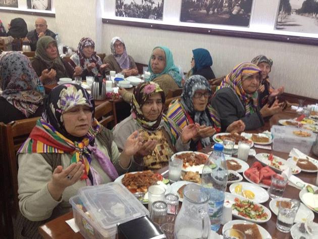 yoruk-ve-turkmenler-dernegi-iftar-(3).jpg