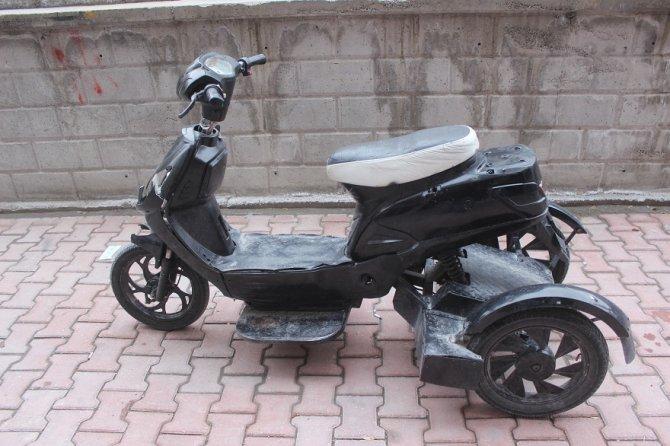 yurume-engelli-vatandasin-elektrikli-bisikletini-kirdilar-1.jpg